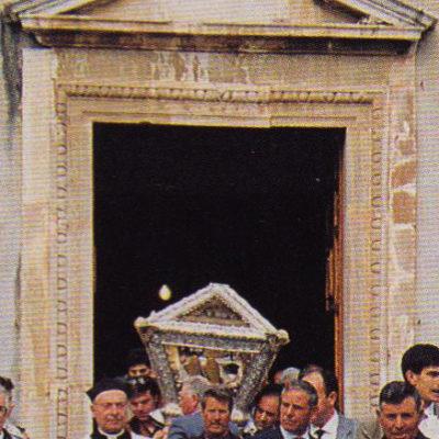 Processione in preghiera, Mons. Filippo Faso allora rettore della Chiesa (1991)