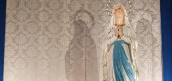 Ritornano in Chiesa le statue della B. V. Maria di Lourdes e di Santa Bernardette dopo il restauro